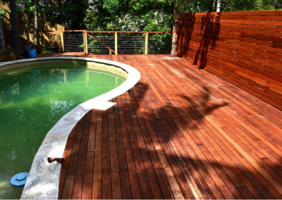 Merbau pool deck with privacy screen (Hornsby Heights)